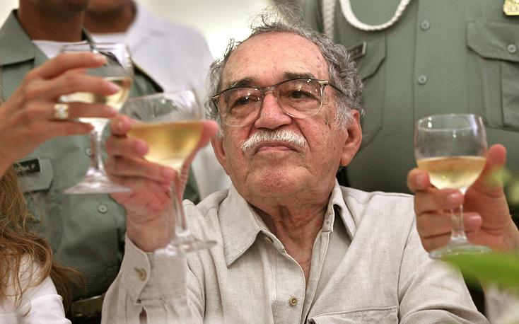 Мексиканское правительство наградило Маркеса медалью изящных искусств – наивысшим знаком отличия для деятелей творческих профессий. На фото: Габриэль Гарсиа Маркес во время встречи с журналистами в Картахене, Колумбия, 2007 год