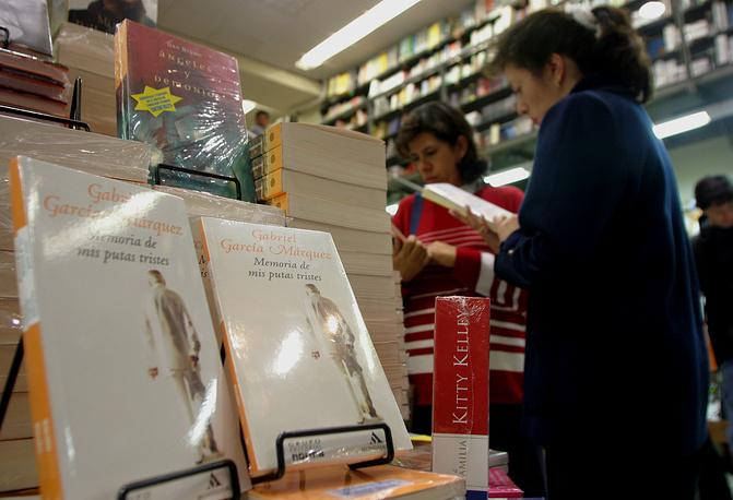 """Последний роман автора - """"Воспоминания моих грустных шлюх"""" – вышел в 2004 году. На фото: роман """"Воспоминания моих грустных шлюх"""" в книжном магазине в Боготе, Колумбия, 2004 год"""