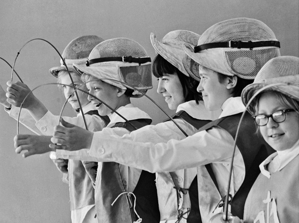 """Занятия в фехтовальной школе """"Виктория"""". СССР, 1968 год"""