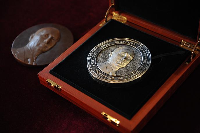 Монеты выполнены из серебра 925 пробы