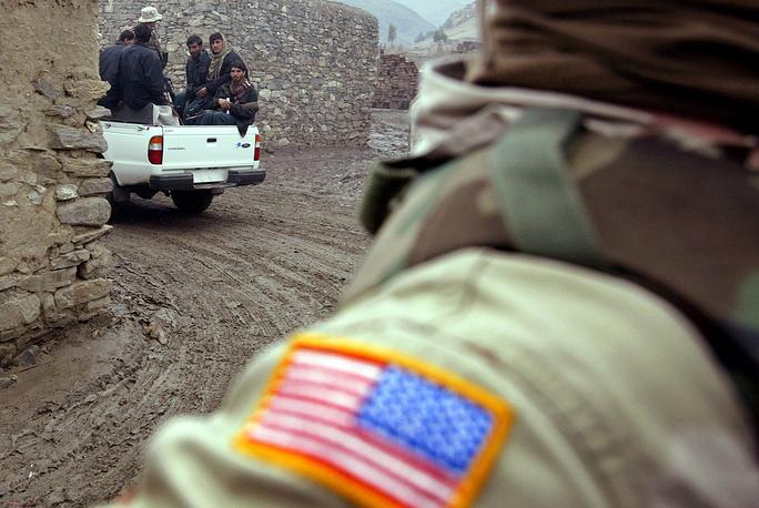 В 1980-х годах Карзай жил в США, где его семья занималась ресторанным бизнесом. В 1989 году, после ухода из Афганистана военного контингента СССР, вернулся на родину
