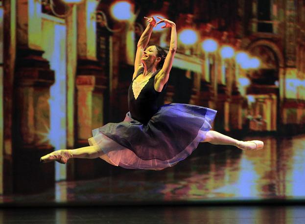 "Балерина Анна Цыганкова в сцене из балета ""Delibes Suite"""