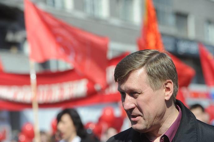 Мэр Новосибирска Анатолий Локоть на первомайском шествии