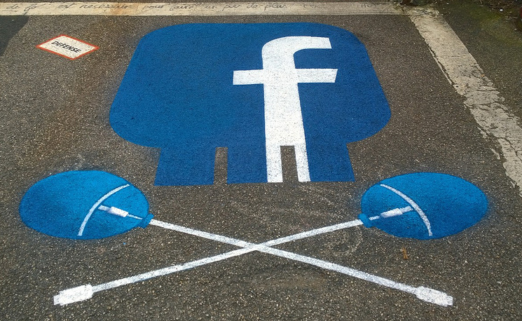 Рисунок со значком Facebook на асфальте