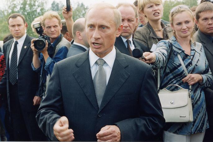 Президент РФ Владимир Путин во время визита в Читинскую область, 2002 год