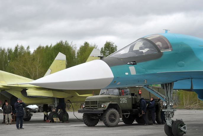 Пилоты в кабине Су-34
