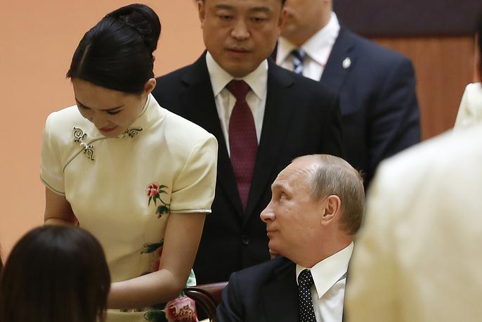 Владимир Путин на праздничном ужине перед четвертым Совещанием по взаимодействию и мерам доверия в Азии