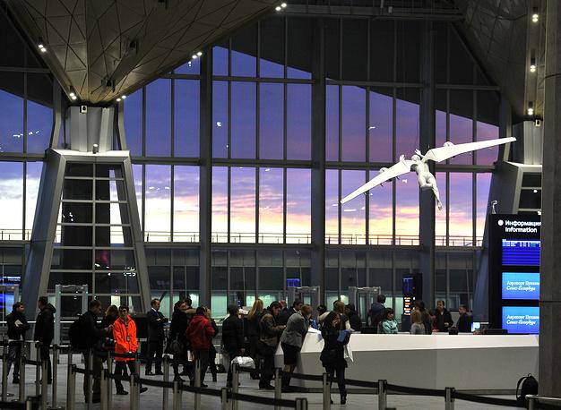 Участники форума, которые будут прибывать в Петербург регулярными рейсами, смогут познакомиться с работой нового аэропорта Пулково