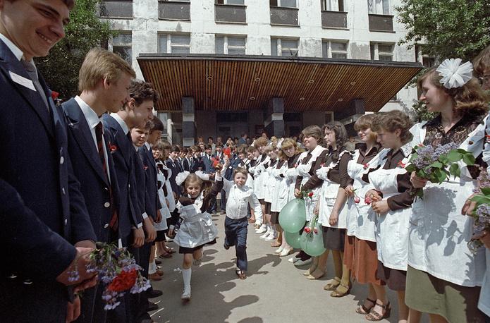 Московские выпускники прощаются со школой, 1983 год