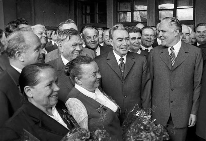 Генеральный секретарь ЦК КПСС Леонид Брежнев (в центре) и первый секретарь ЦК КПУ Владимир Щербицкий (справа), 1973 год