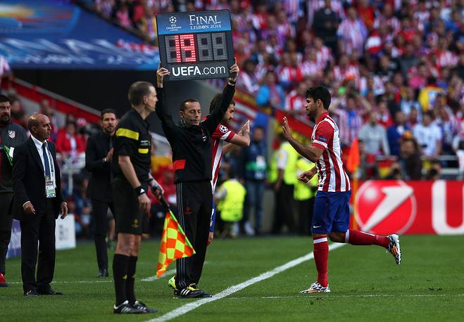 """Лидер атак """"Атлетико"""" Диего Коста из-за повреждения покинул поле на 9-й минуте"""