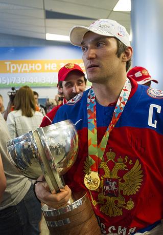 По словам капитана сборной Александра Овечкина, в финале чемпионата мира российские игроки бились за дисквалифицированного Олега Знарка, родных, детей и всю страну