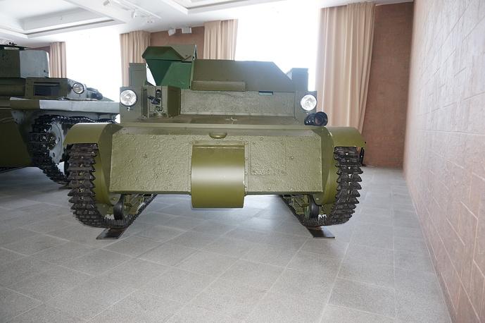 Первая советская танкетка Т-27 образца 1931