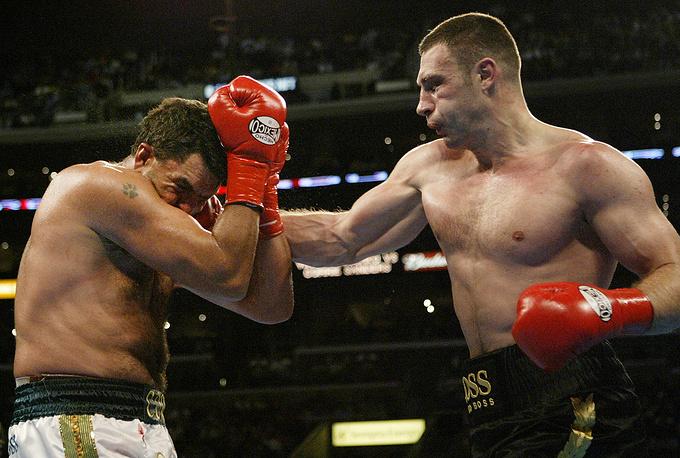 24 апреля 2004 года Кличко выиграл чемпионский титул по версии WBC в бою с южноафриканцем Корри Сандерсом. В Лос-Анджелесе он отправил соперника в технический нокаут в восьмом раунде