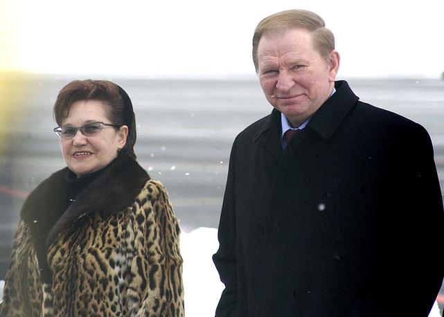 Супруги в браке с 1967 года. Людмила поддерживает несколько благотворительных фондов, а также паралимпийское движение на Украине. Имеет несколько наград за благотворительную деятельность