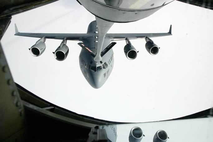 Однако уже 22 июня 2009 года между правительствами Киргизии и США было подписано соглашение о создании в бишкекском аэропорту Манас Центра транзитных перевозок (ЦТП) по доставке невоенных грузов в Афганистан для сил международной антитеррористической коалиции