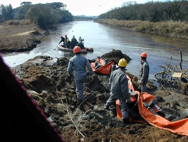 В июле того же года в бразильском штате Парана на нефтеперерабатывающей платформе, принадлежащей Petrobras, произошла авария, в результате которой в реку Игуасу вытекло около 24 тыс. баррелей нефти