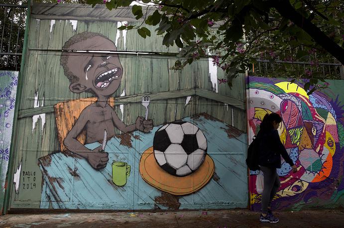 Граффити уличного художника Пауло Ито на стене школы в Сан-Паулу