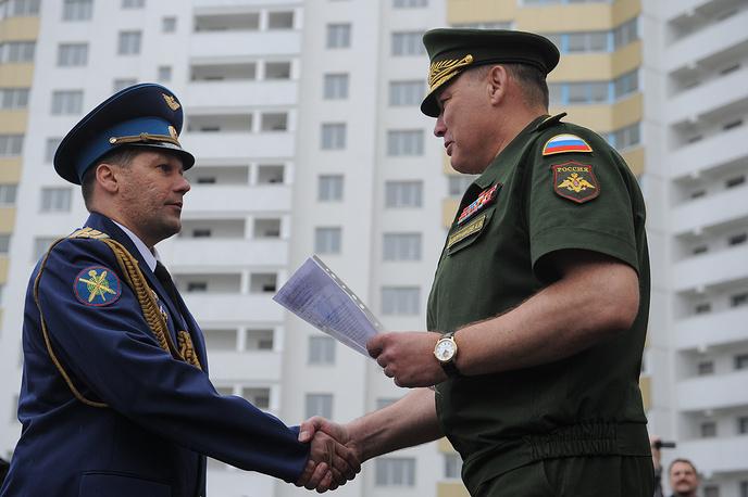 Вручение ордеров военнослужащим