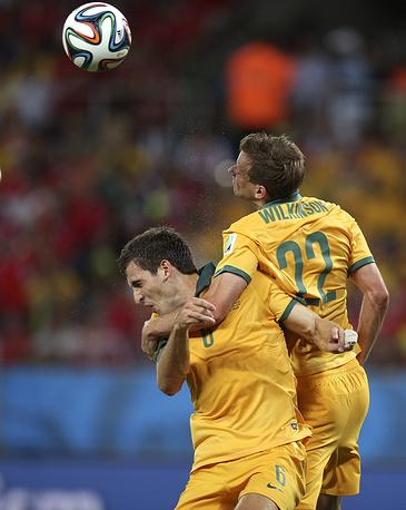 Австралийцы во время матча иногда боролись сами с собой
