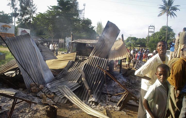 Полностью разрушены несколько зданий, в том числе офисы правительственных учреждений, гостиницы, рестораны и банки