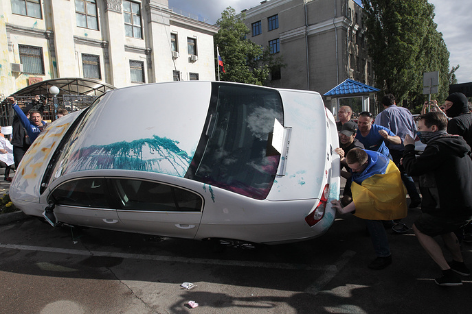 Нападение на посольство России в Киеве, 14 июня 2014 года