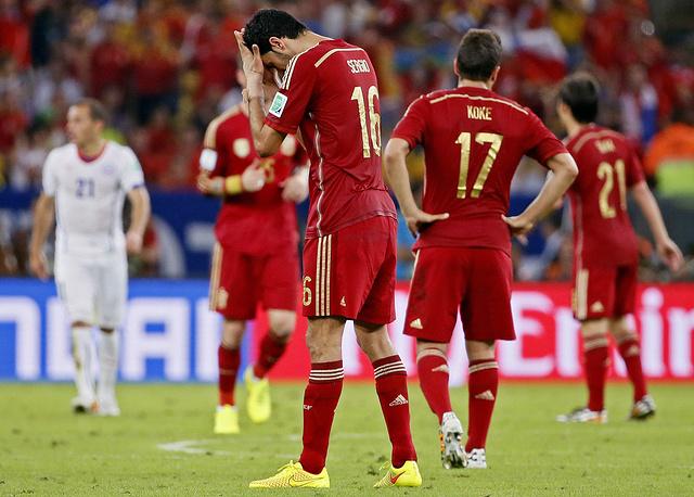 Пять дней спустя сборная Испании пропустила два безответных мяча от команды Чили и потеряла шансы на выход из группы