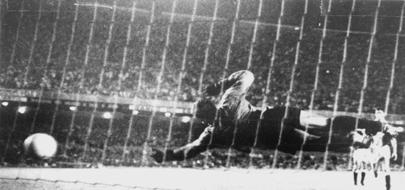"""19 ноября 1969 года на стадионе """"Маракана"""" Пеле забил с пенальти свой 1000-й гол"""