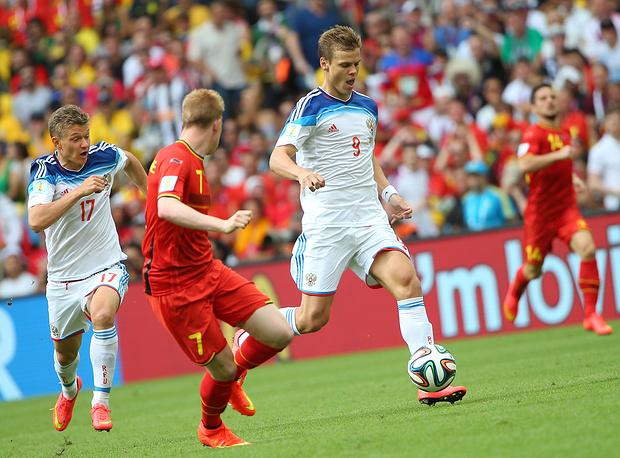 Александр Кокорин прорывается к воротам бельгийцев