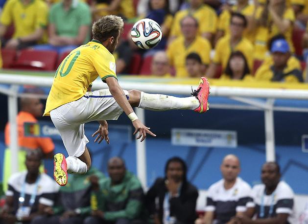 Во встрече с командой Камеруна Неймар неоднократно продемонстрировал умение обращаться с мячом