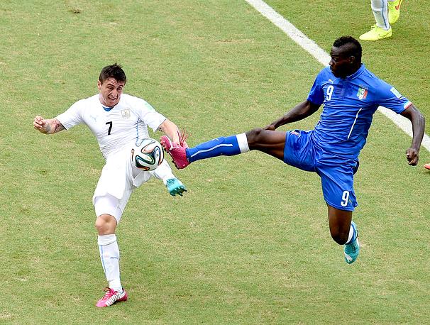 Итальянский форвард в первой тайме успел получить желтую карточку и на вторую половину встречи уже не вышел