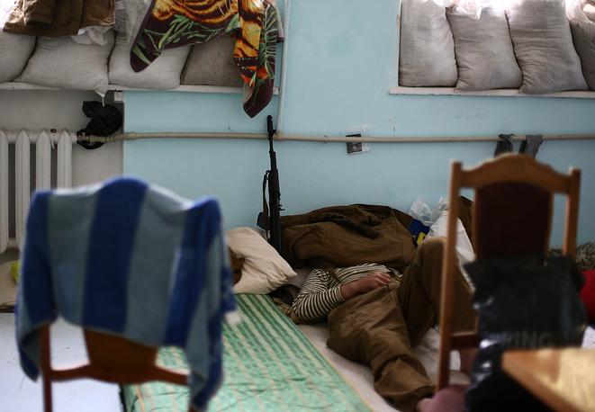 """Народные ополченцы отряда """"Призрак"""" отдыхают на базе в городе Лисичанск"""