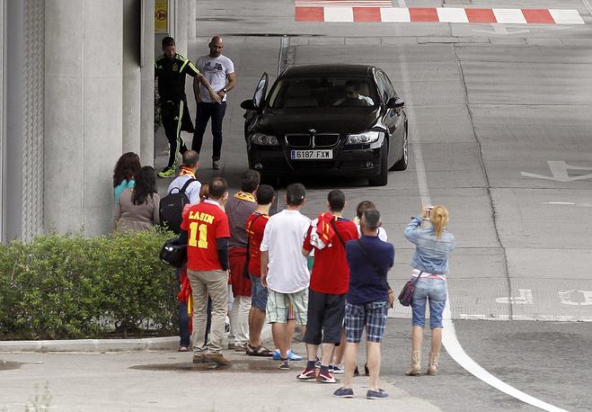 Поклонников бывших чемпионов мира и Европы по возвращении домой было немного