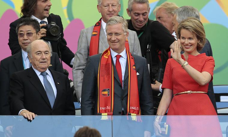 """Король Бельгии Филипп и его супруга королева Матильда поддерживали свою страну в матче против сборной России на трибунах стадиона """"Маракана"""" в Рио-де-Жанейро"""
