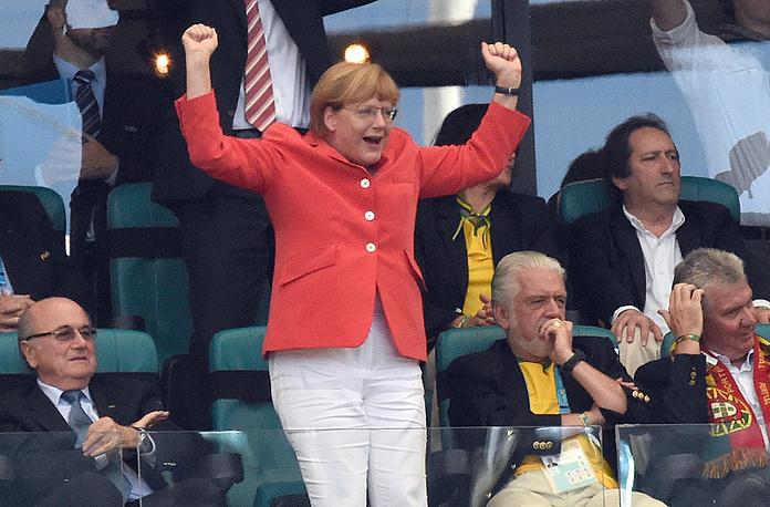 Канцлер Германии Ангела Меркель одной из первых среди первых лиц приехала в Бразилию поддержать свою команду в матче против сборной Португалии