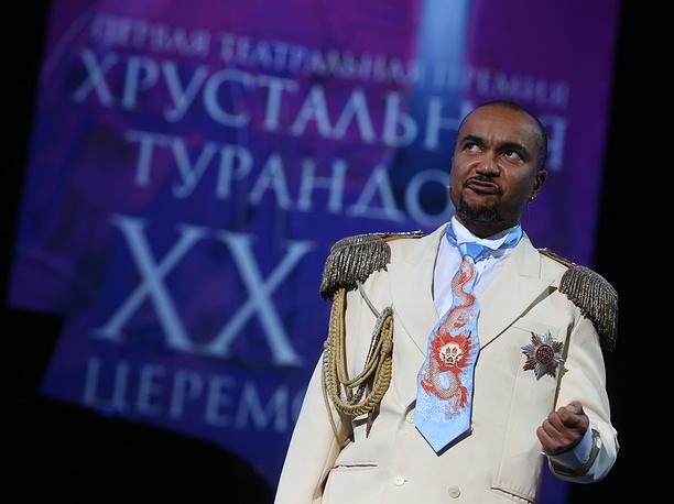 Ведущий церемонии награждения актер Григорий Сиятвинда