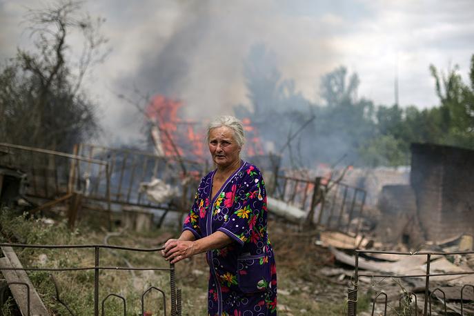 В результате атаки многие жилые строения были уничтожены до основания. На фото: последствия авиаударов и артобстрелов со стороны силовиков в поселке Станица Луганская