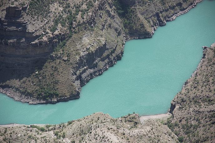 Сулакский каньон состоит из трех отдельных каньонов, между которыми чередуются небольшие расширения. Самый большой, длиной 18 километров, называемый главным каньоном, превосходит по размеру следующие за ним Чиркейский и Миатлинский каньоны.