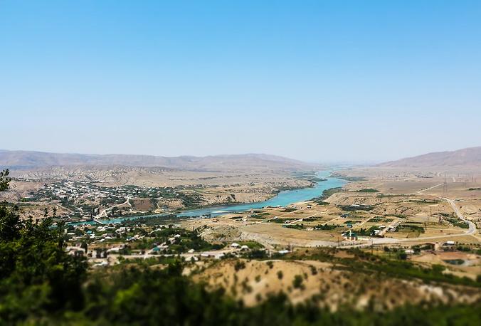 Свое начало Сулакский каньон берет в том месте, где река Сулак, стремясь на север, рассекает горы и отделяет Салатау от Гимринского хребта.