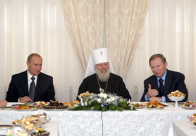 Президент России Владимир Путин, митрополит Киевский и всея Украины Владимир и президент Украины Леонид Кучма
