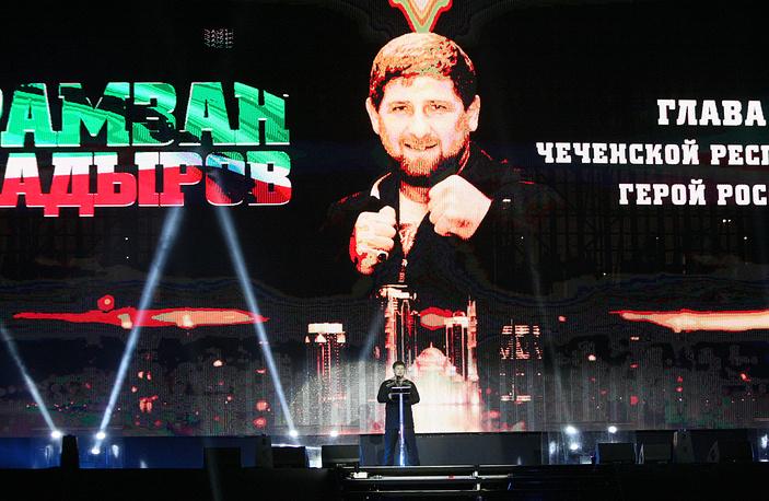 Глава Чечни Рамзан Кадыров во время выступления перед началом боя