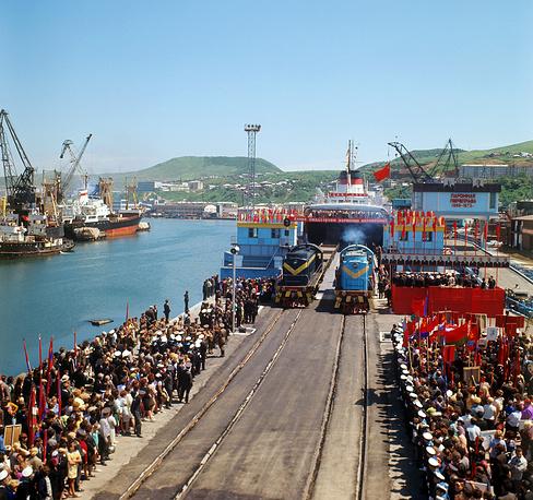 Ванино - очень важное для БАМа место, здесь магистраль встречается с Тихим океаном. Грузы, доставляемые по БАМу в Ванинский порт, перегружаются на суда и отправляются в отдаленные северо-восточные регионы России и другие страны. Навигация в порту круглогодичная. Ванино - один из крупнейших транспортных узлов на Дальнем Востоке