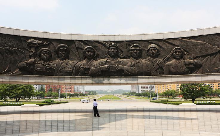 Монумент в честь основания Трудовой партии Кореи, открытый 10 октября 1995 года по случаю 50-й годовщины ее основания
