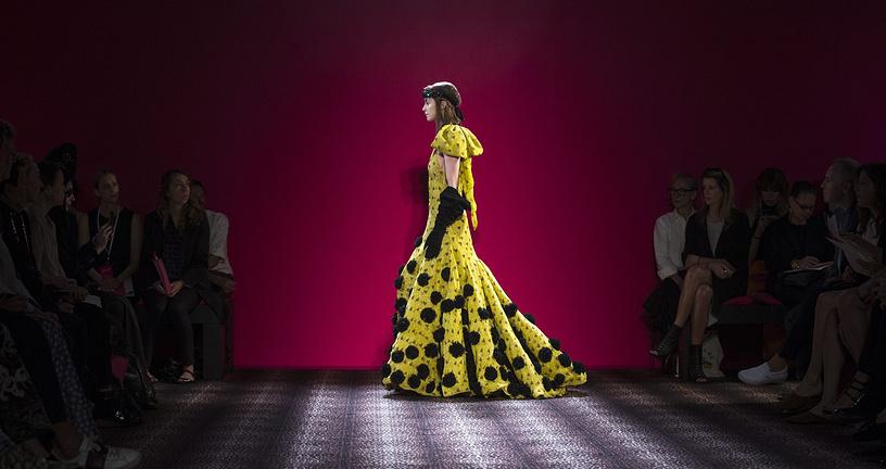 Платье из коллекции итальянского дизайнера Марко Занини для Schiaparelli
