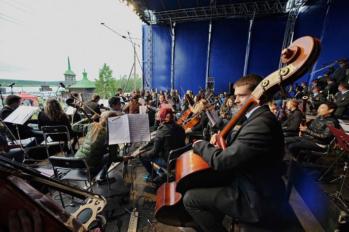 """На сцене - Международный """"Чайковский-Оркестр"""""""