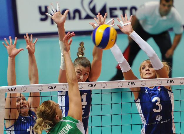 Игроки сборной России Анастасия Бавыкина и Ирина Заряжко (справа налево)