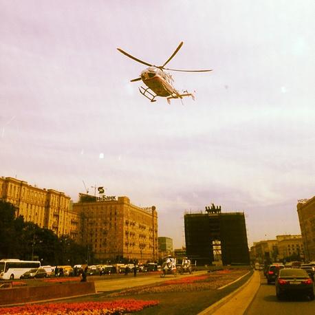 """Около """"Парка Победы"""" работают около 50 бригад скорой помощи и медицинские вертолеты"""