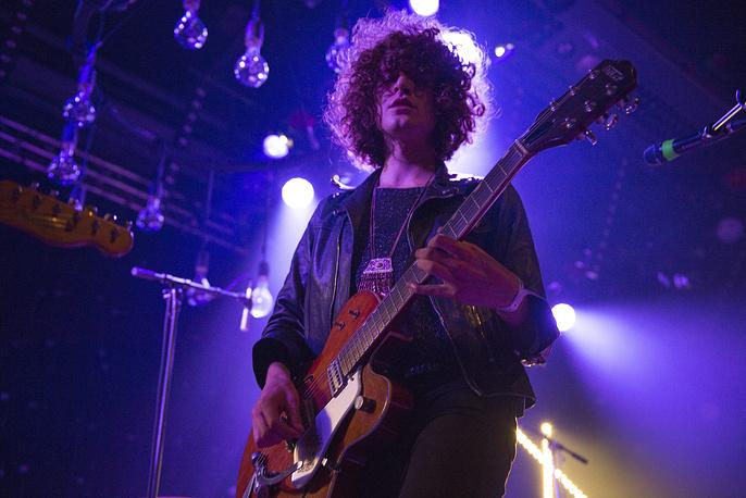 Лидер британской рок-группы Temples Джеймс Бэгшоу на сцене Montreux Jazz Lab