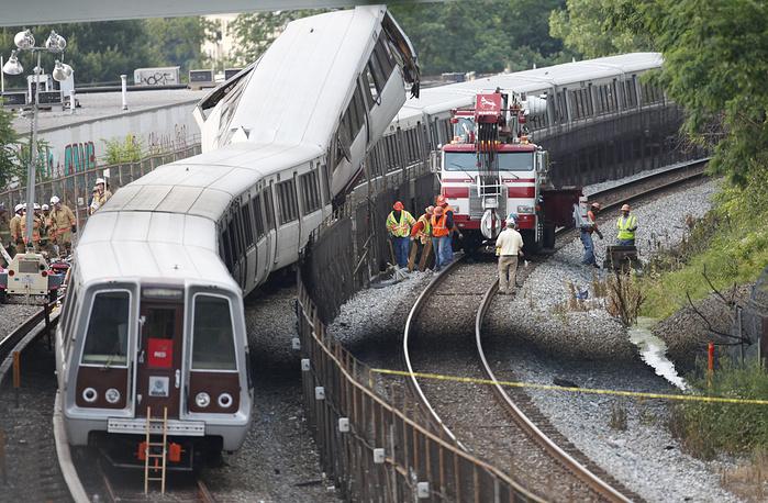 Cтолкновение двух поездов в наземной части метро на северо-востоке Вашингтона, США, 22 июня 2009 года