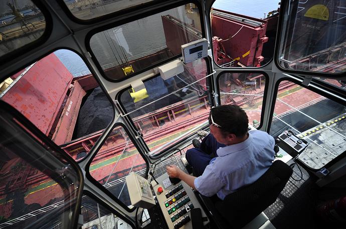 В порту Раджин проведены работы по дноуглублению, что позволяет заходить туда судам водоизмещением до 50 тыс тонн